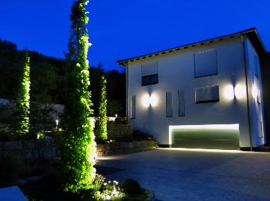 Garten Einfahrt Garage Lichtplanung Lichtkonzept Lampen Henrich