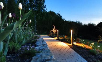 Lichtplanung Lichtkonzept Lampen Henrich Pollerleuchten Garten Weg