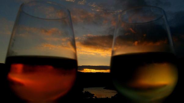 Lampen Henrich; Lichthaus, daslichthaus, Sonnenuntergang, Bingen, Wein, Rose, Binger Loch, weißwein, Weingläser